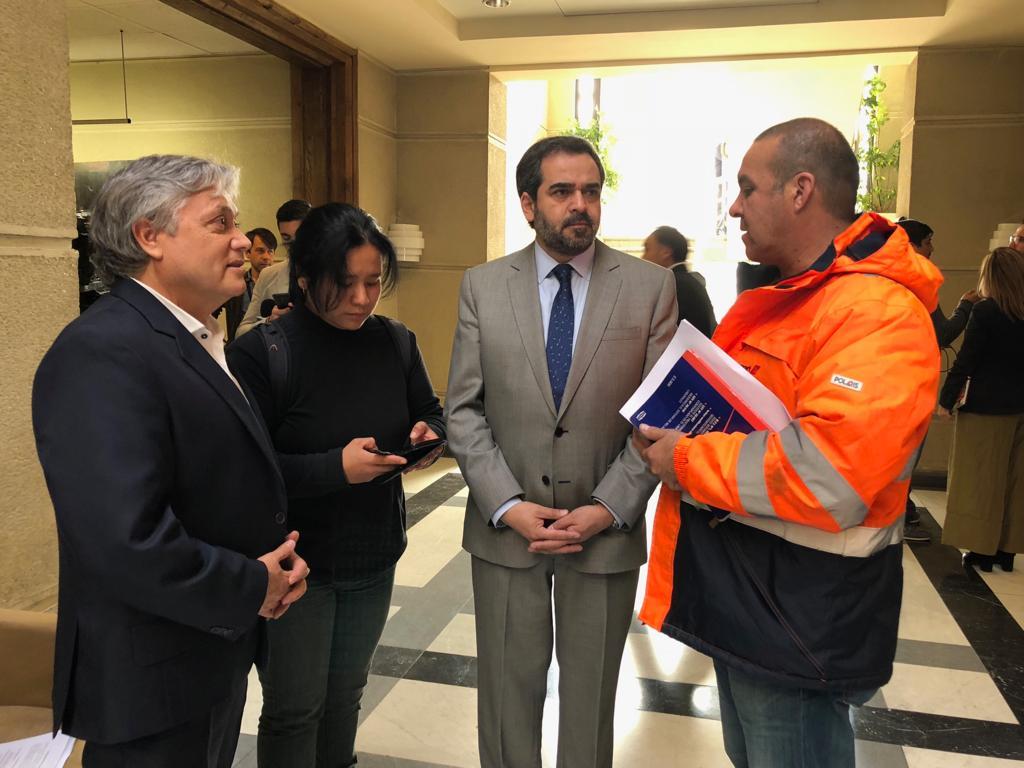Parlamentarios advierten reemplazos con personal no capacitado en huelga del aeropuerto