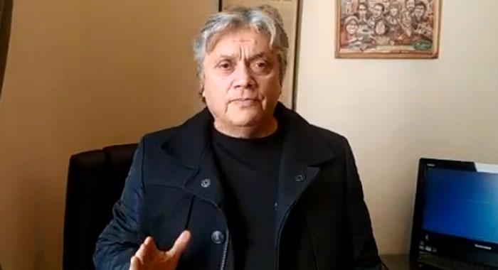"""""""Resiste, Jorge (Glas) resiste"""", pide el senador chileno Alejandro Navarro"""