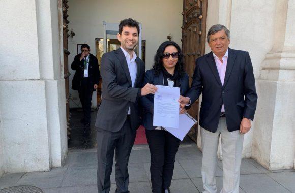 """Unidad para el Cambio entregó carta en La Moneda: """"Piñera debe firmar tratado de Escazú y mostrar real preocupación por situación medio ambiental del país"""""""