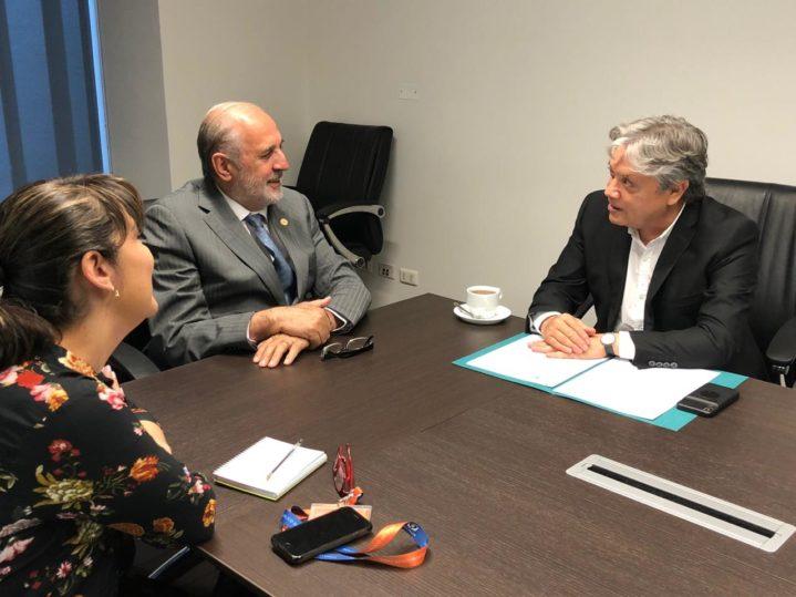 Senador Navarro pide investigar las denuncias sobre eventual injerencia extranjera en el estallido social chileno