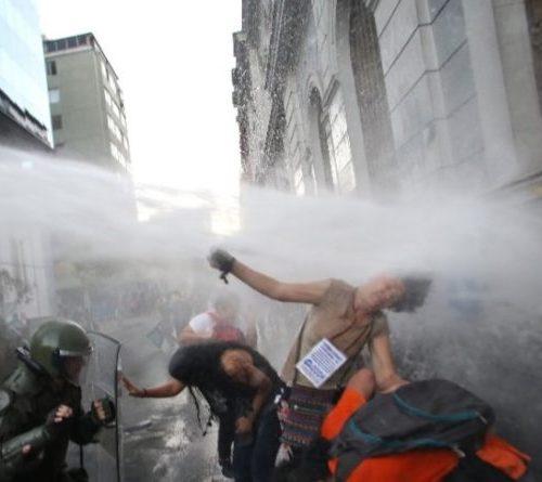 """Senador Navarro tras confirmarse presencia de Soda Caústica: """"Es hora de que Carabineros diga la verdad sobre el agua del Guanaco"""""""