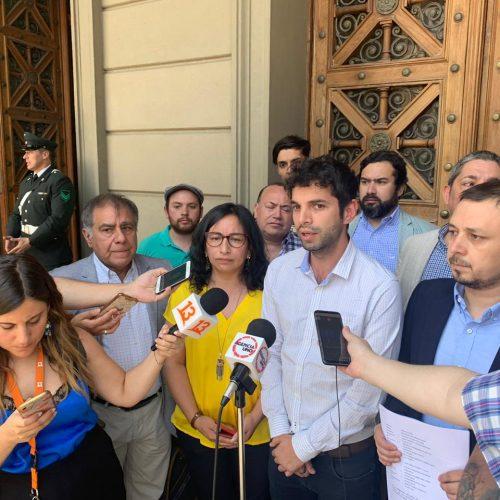 Por los 1.000 efectivos en Plaza Italia: Oposición presenta recurso de protección contra intendente Guevara, Blumel y Carabineros