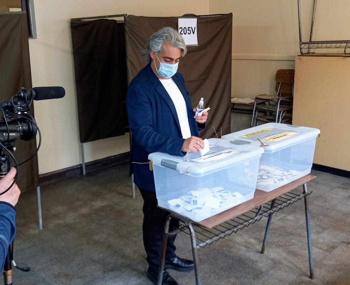 """Marco Enríquez-Ominami tras votar en el Plebiscito: """"Ya peleamos demasiado, ahora es el momento de la unidad y de la paz"""""""