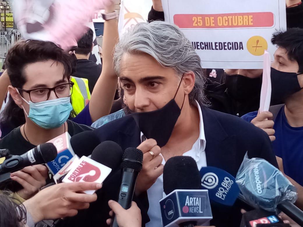 """Marco Enríquez-Ominami: """"A partir del lunes, Sebastián Piñera será minoría y tendrá que aceptar las voces de la calle y de la oposición organizada"""""""
