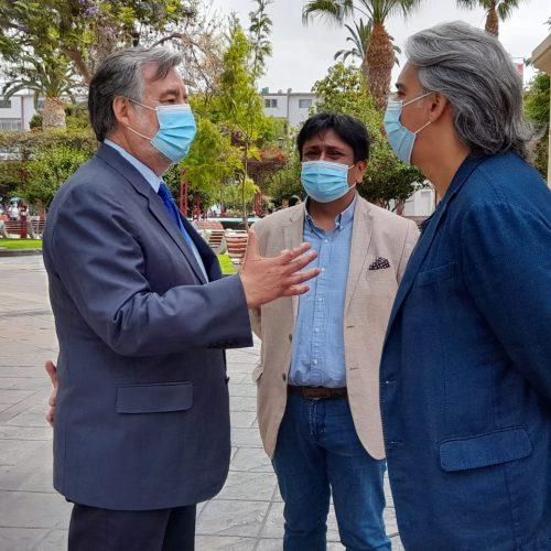 Alejandro Guillier y Marco Enríquez-Ominami emplazan al Gobierno y exigen adelantar elecciones presidenciales