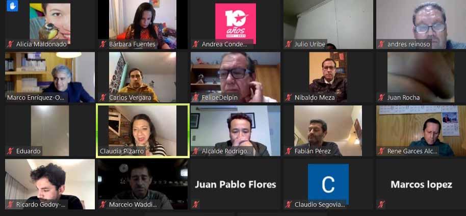 Marco Enríquez-Ominami encabezó encuentro con alcaldes opositores de 18 comunas del país
