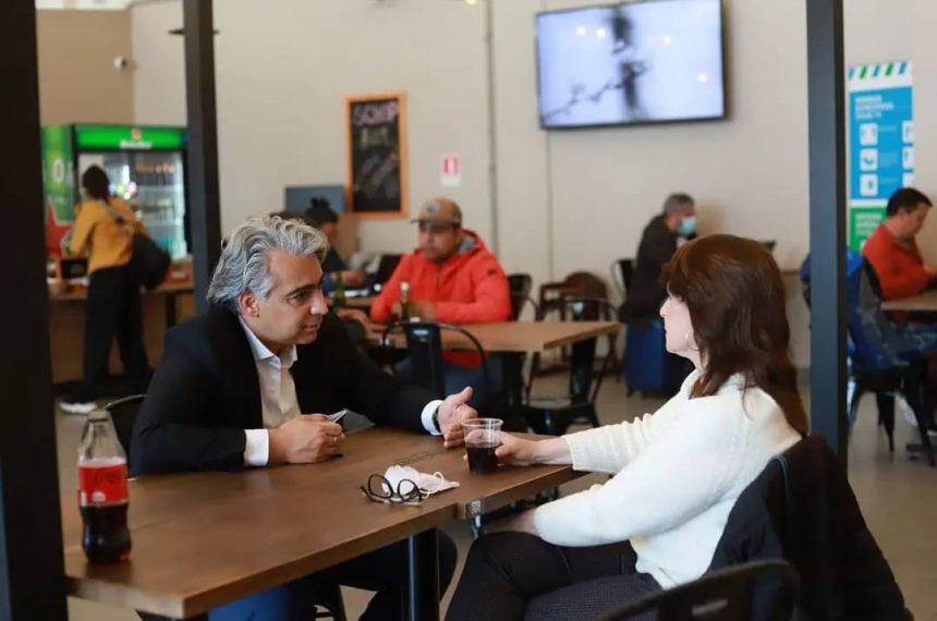 ME-O se reunió con los diputados Marcela Hernando y Esteban Velásquez durante su recorrido presidencial por Antofagasta